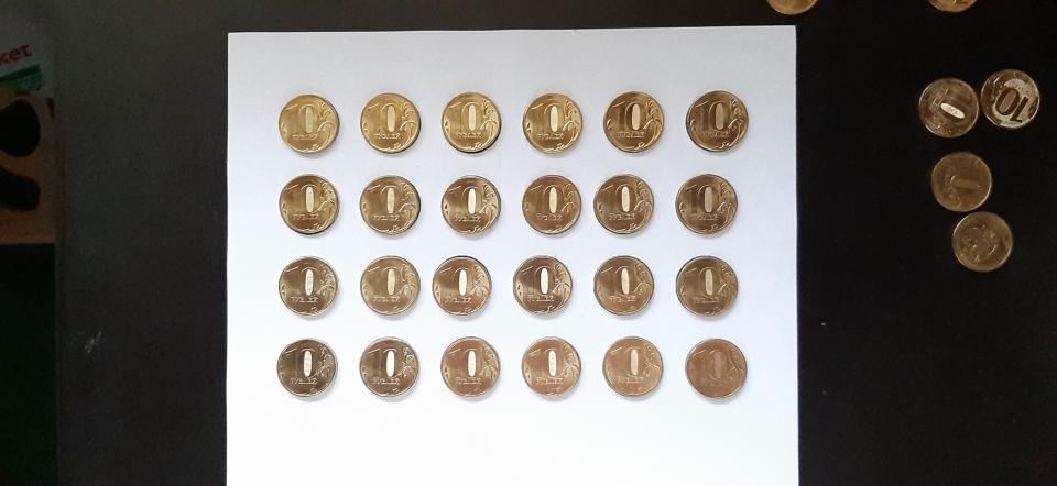 Стереокартинка в реальной жизни... Смотреть на предметы (монеты) нужно как рассматриваете стереокартинку.